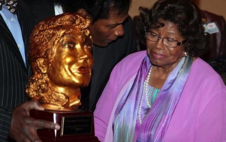 katherine-jackson-mother-of-michael-jackson-attends-a-dinner-on-august-31-2012-in-gary-indiana-7