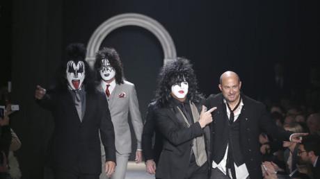 Kiss-sorprende-desfile-modas-Milan_MEDIMA20140111_0209_5