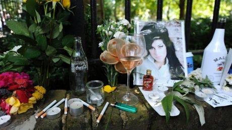 595928-winehouse-memorial