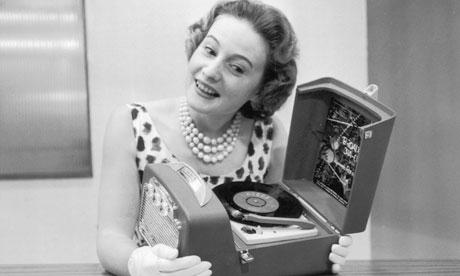 A-woman-listening-to-radio-triton-digital