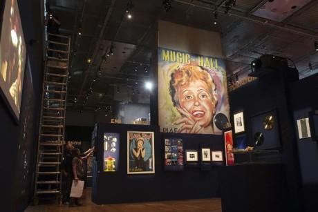 730803-exposition-sur-l-artiste-francaise-edith-piaf-a-la-bibliotheque-nationale-de-france-a-paris-le-9-avr