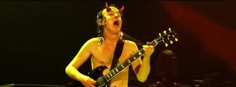 angus-young-sydney-2010