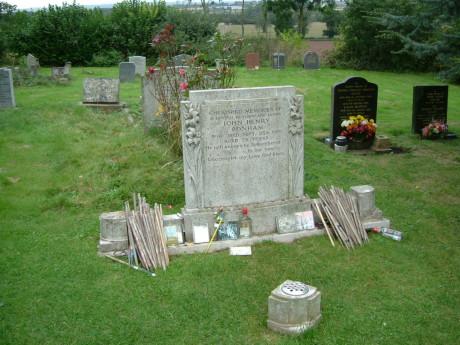 Grave_JohnBonham_sept07