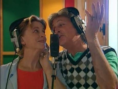 Linda-and-Paul-singing-linda-mccartney-15143471-511-384 (1)