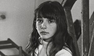 kate-bush-as-a-child-at-t-009