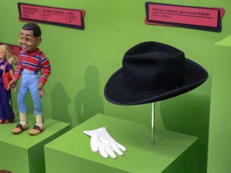 MICHAEL JACKSON: EL MUSEO DE NIÑOS DE SU CIUDAD TAMBIEN BORRA SU MEMORIA