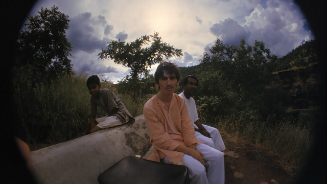 GEORGE HARRISON : SU PRIMER VIAJE A LA INDIA Y SUS SELFIES